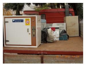 Kamion odvozi razvrstane i nepotrebne predmete